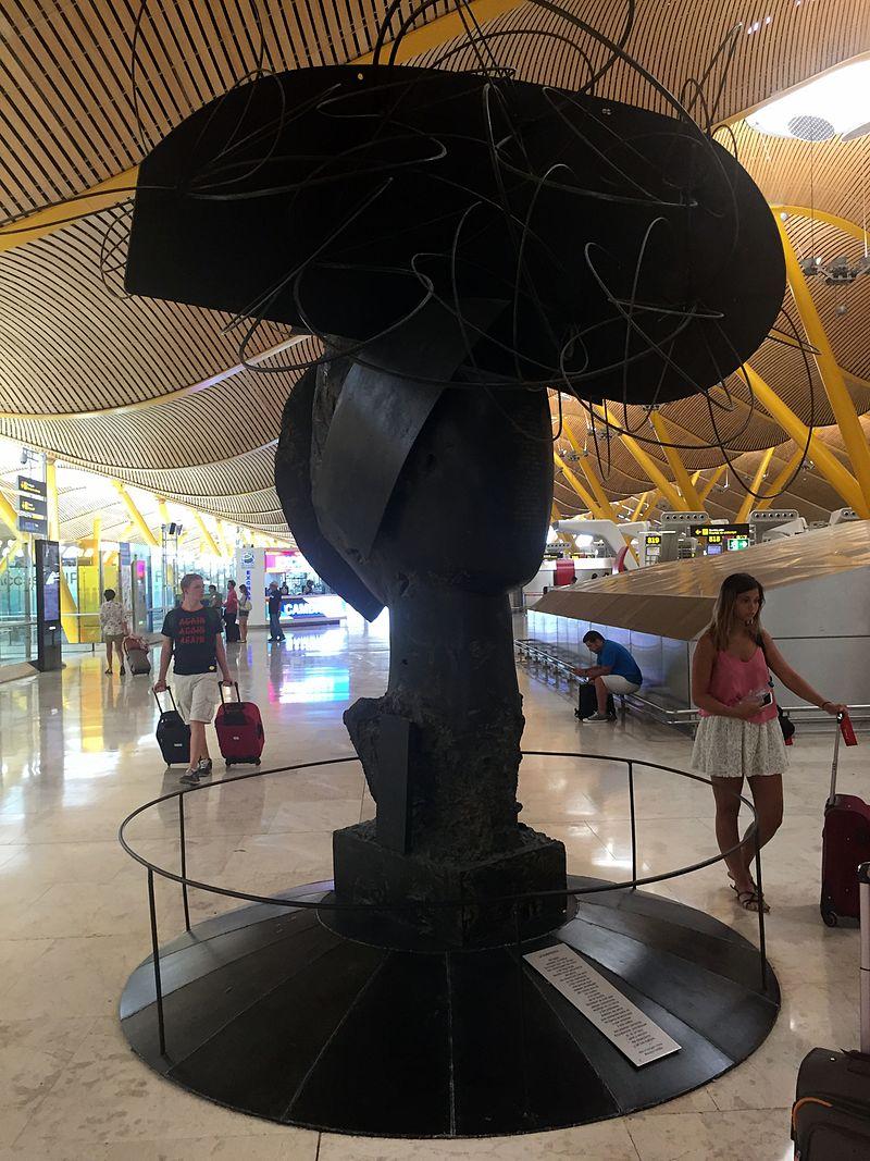 Three-Ladies-Barajas-Manolo-Valdés-Terminal-4-3-Madrid-Manolo-Valdes-Anallasa