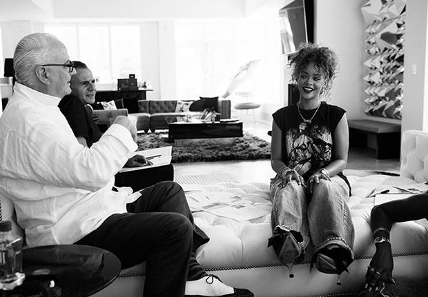 Vogue-News-Rihanna-Manolo-Blahnick-Anallasa
